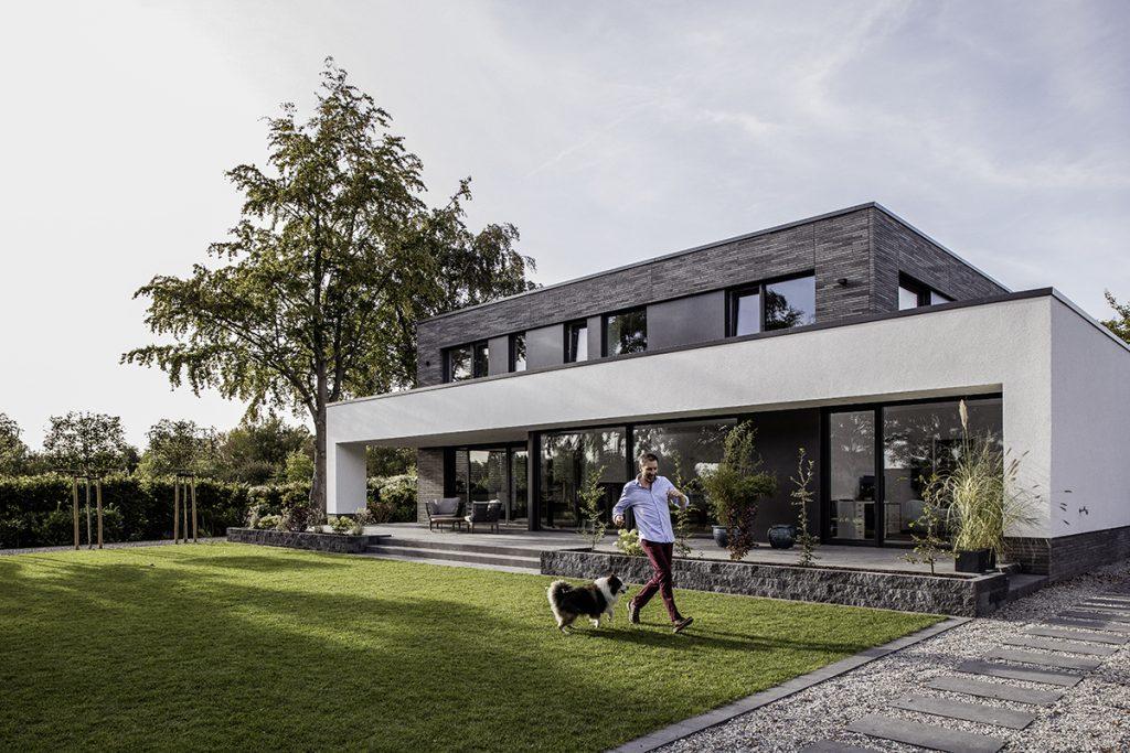 grosse fensterflächen in der modernen architektur